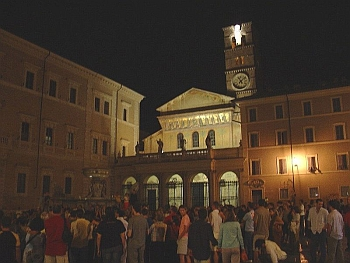 piazza_santa_maria_in_trastevere_nightlife