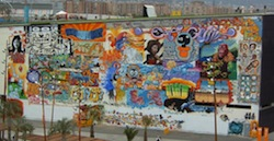 Mur de_tags_au_Forum_de_Barcelone